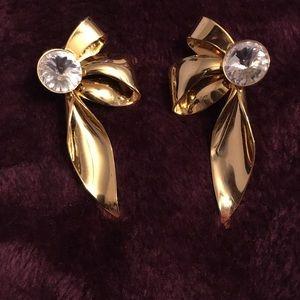 Dressy pierced earrings